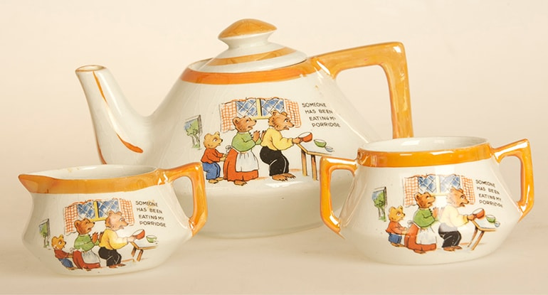 Teapot set at Museum of Childhood