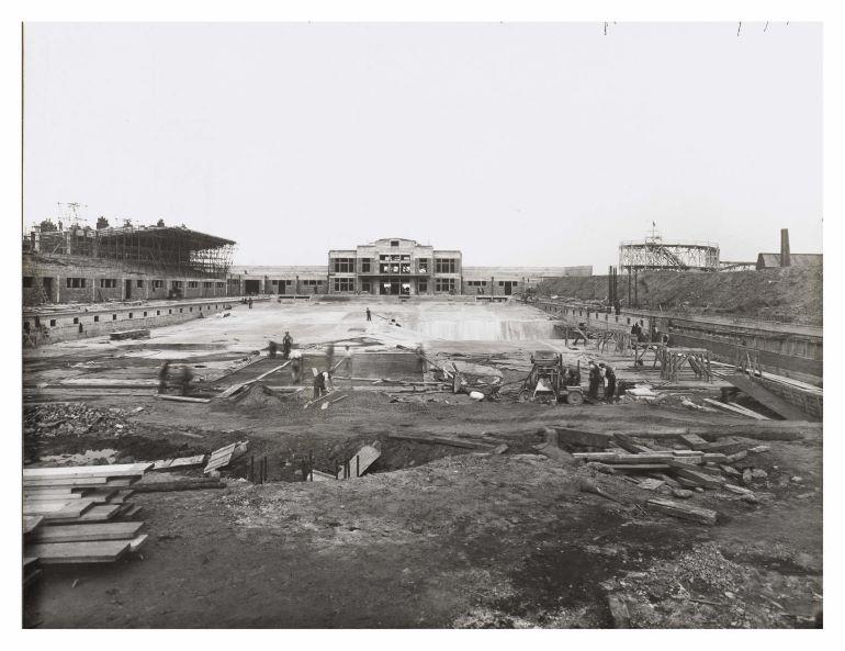 Workers building Portobello Outdoor Bathing Pool, 1935