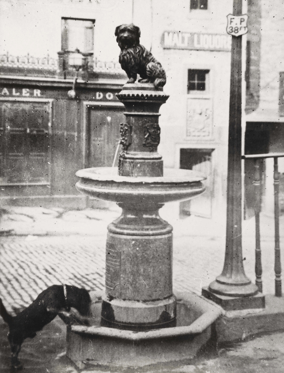 Water fountain with statue of Greyfriars Bobby