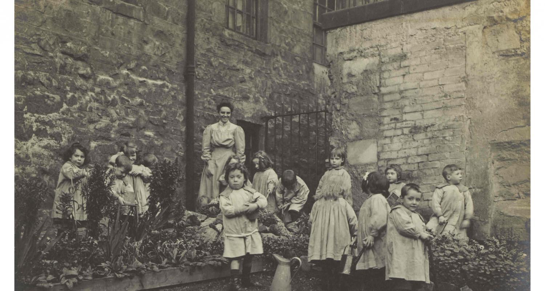 Lileen Hardy & children gardening (C) Museums & Galleries Edinburgh