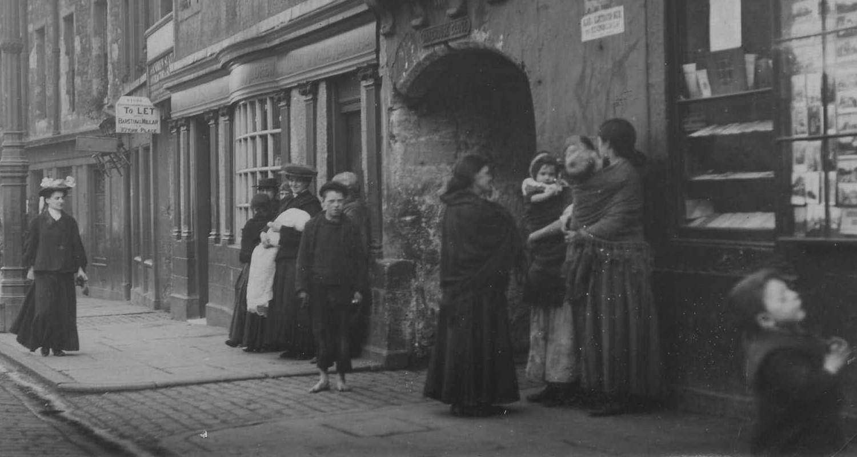Canongate street scene 1901