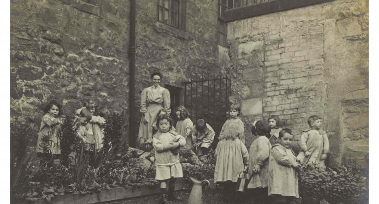 Lileen Hardy & children gardening (C) Museums & Galleries Edinburgh