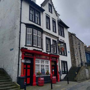 What was the Forth Bridge Hotel is where the popular pub The Ferry Tap is now on Queensferry High Street. While the exterior has changed a little, the steps on either side give away the location. © CEC Museums & Galleries Edinburgh, Queensferry Museum
